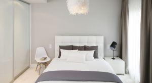 Aranżacja sypialni, z której korzystają dwie osoby może być nie lada wyzwaniem. Wymaga to umiejętności połączenia różnych stylów oraz potrzeb. Podpowiadamy, jak można ładnie i komfortowo urządzić sypialnię dla pary.