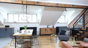 Jednym ze sposobów na wygodne przechowywanie w salonie jest komoda - mebel praktyczny i elegancki.