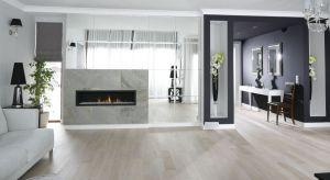 Większość z nas nie wyobraża sobie własnego domu bez kominka w salonie. Poza tym, że będzie on wyjątkową ozdobą domu, możemy wykorzystywać go jako dodatkowe źródło ciepła.