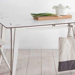 Koskisen stół/Holz Tusche Polska. Produkt zgłoszony do konkursu Dobry Design 2018.