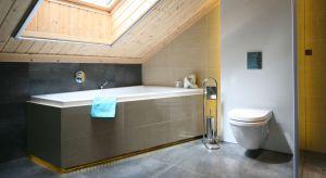 Ze względu na skosy, wykluczające zastosowanie części rozwiązań lub narzucające sposób rozmieszczenia wyposażenia, aranżacja łazienki na poddaszu jest jednym z najtrudniejszych zadań z obszaru projektowania wnętrz.