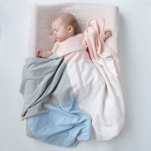 Kocyki i poduszki z naturalnych tkanin. Fot. Bim.Bla