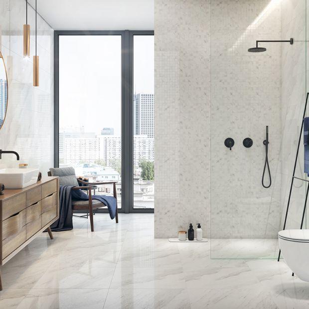 Płytki do łazienki - elegancja i chłód marmuru