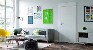 Drzwi w uniwersalnej bieli to doborowe towarzystwo dla aranżacji w każdym kolorze. Doskonale współgrają z ciemnymi barwami, zatrzymując światło we wnętrzu, a w jasnych odcieniach sprawiają, że pomieszczenie wydaje się bardziej przestronne.