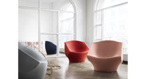 """Phaze to fotel, który obejmuje cię zapewniając użytkownikowi osobistą przestrzeń. Kilka połączeń tworzy piękny falisty kształt. """"Narysowałem ten fotel w samolocie, myśląc o formie, która obejmuje filozofię zmysłowego minimalizmu i powta"""