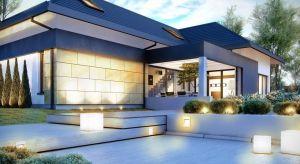 Piękna elewacja stanowi wizytówkę całego domu. Tynk z elementami drewnianymi czy deskami kompozytowymi, a może płyty betonowe lub okładziny z naturalnego kamienia? Każde z tych rozwiązań może podkreślać estetykę domu.