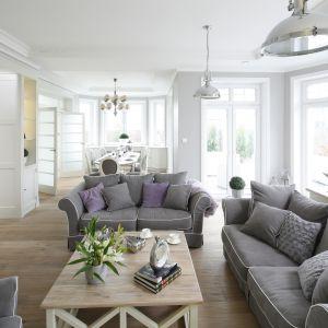 Piękny salon w stylu klasycznym. Projekt: Maciejka Peszyńska-Drews. Fot. Bartosz Jarosz