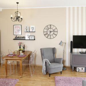 Piękny salon w stylu klasycznym. Projekt: Joanna Morkowska-Saj. Fot. Bartosz Jarosz