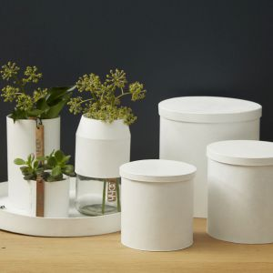 Kolekcja osłonek i tac ROME, z których można stworzyć designerskie pudełka. Produkty wykonane z papieru, w strukturze przypominające gumę. Cena: 16-89 zł. Fot. planB