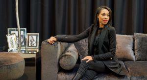 Znana ze swojej przedsiębiorczości Omenaa Mensah właśnie zainaugurowała nowy projekt <br />wnętrzarski. Jej firma meblowa Ammadora wspólnie z Galerią Heban stworzyła kolekcję <br />luksusowych mebli pod marką A&H. Meble po r