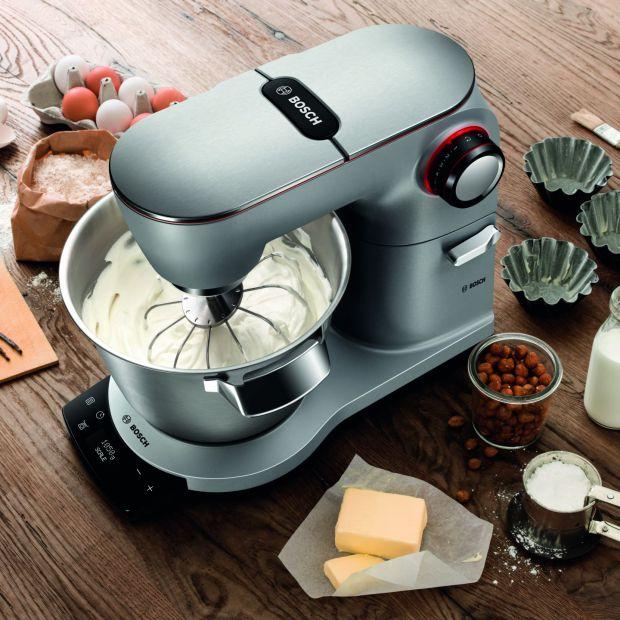 Nowoczesny robot kuchenny wyposażony w wagę