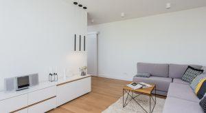 Zobaczcie jak urządzonodwupoziomowe mieszkanie na Ursynowie w stylu nowoczesnym.