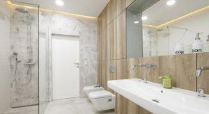 W naszej galerii pokazujemy zdjęcia z łazienek Polaków, którzy zdecydowali się na rezygnację z brodzika. Jak Wam się podobają takie minimalistyczne strefy prysznica?