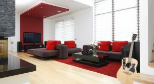 Czerwień, błękit, fiolet, zieleń. Jaki kolory wybrać do salonu? Podpowiadamy. Zobaczcie nasze propozycje.