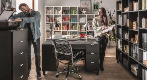 Nieważne czy prowadzisz firmę czy sprawy domowe, urządzasz gabinet czy pokój do nauki dla dziecka. W każdym domu potrzebne jest miejsce do pracy.