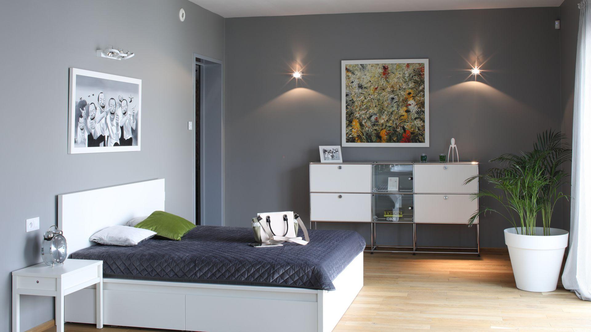 Sypialnia urządzona w nowoczesnym stylu. Projekt: Konrad Grodziński. Fot. Bartosz Jarosz