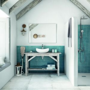 Nowoczesne płytki do łazienki. Kolekcja Mailoloca Blue. Fot. Roca
