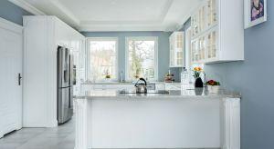 W kuchni najlepiej postawić na klasyczne, proste kolory, które nie będą nas drażnić czy dekoncentrować. Kolory, które będą przyjemne zarówno dla oka, jak i dla umysłu - np. szarości.