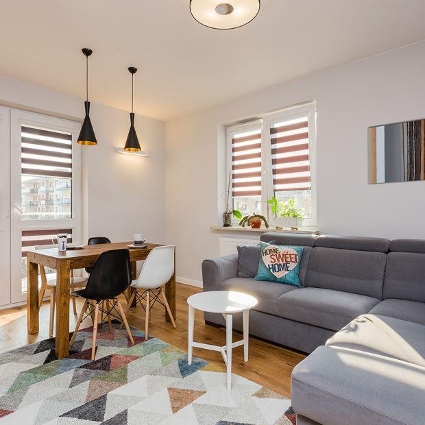 Małe mieszkanie. Przytulna aranżacja z cegłą