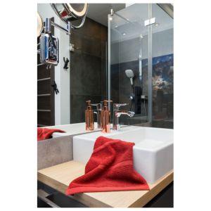Mała łazienka z wanną. Projekt: Anna Krzak. Fot. Przemek Kuciński