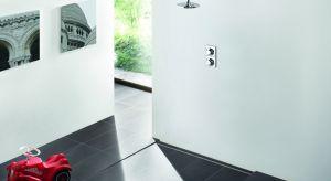Im mniej zakamarków, wnęk i nierówności w łazience, tym lepiej – przekonują projektanci. Nowy trend tworzenia płaskich powierzchni to wynik dążenia do funkcjonalności, prostoty i higieny.