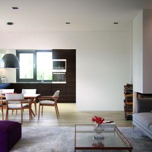 Jadalnia jest naturalnym przedłużeniem salonu. Dom Ariel. Projekt: arch. Tomasz Sobieszuk, MTM Styl