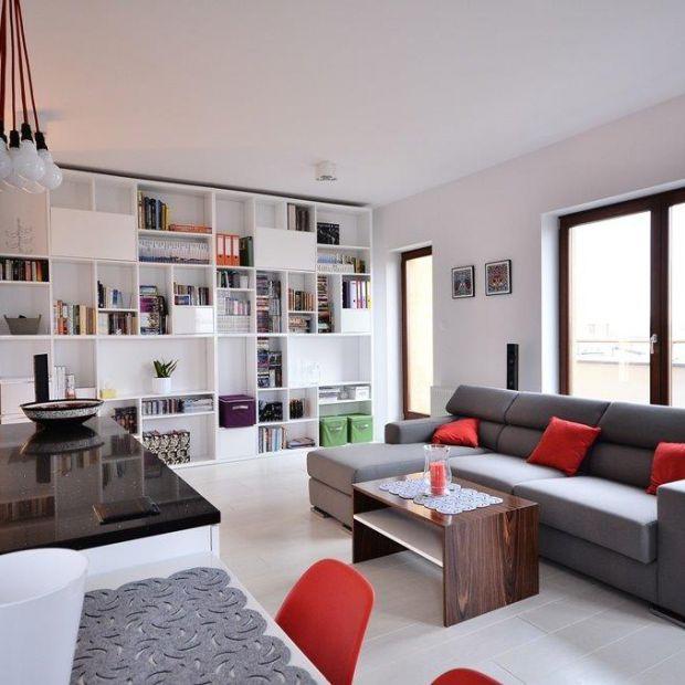 Nowoczesny apartament: w bieli i drewnie