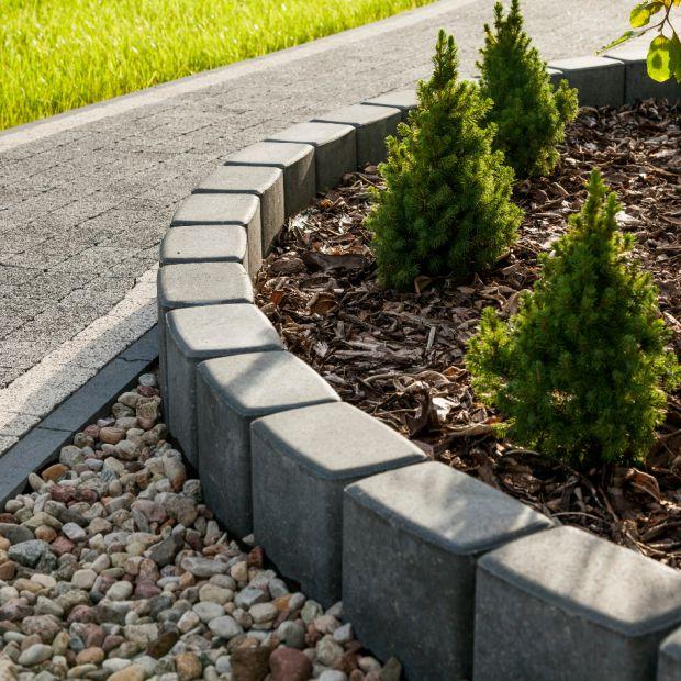 Nawierzchnie ogrodowe - jak układać krawężniki po łuku