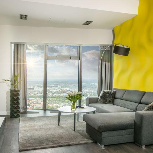 Apartament z wanną przy oknie - zobacz niezwykłą aranżację wnętrza