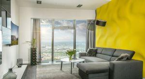 Charakterystycznym elementem tego apartamentu, jest wanna położona tuz przy oknie, co powala podczas kąpieli z kieliszkiem szampana, podziwiać panoramę miasta. Niebanalne dodatki, takie jak duży, oryginalny fotel Ball Chair inspirowany projektem Eer