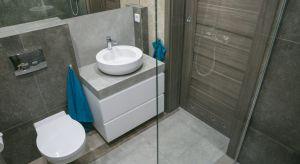 Samodzielne zaprojektowanie idealnej łazienki lub kuchni to zwykle proces czasochłonny i kosztowny. Uniknięcie błędów technicznych związanych z aranżacją lub remontem tych pomieszczeń to jeden z najczęstszych problemów w trakcie urządzania no
