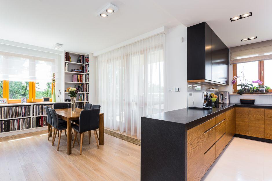 Salon z kuchnią - mieszkanie na Mokotowie