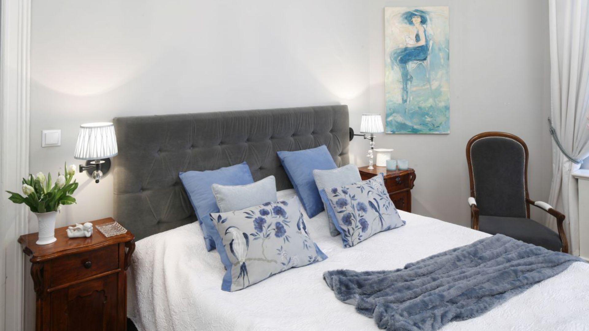 Aranżacja sypialni: ściana za łóżkiem. Projekt: Iwona Kurkowska. Fot. Bartosz Jarosz