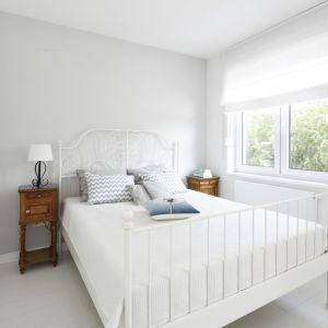 Aranżacja sypialni: ściana za łóżkiem. Projekt: Joanna Ochota. Fot. Bartosz Jarosz
