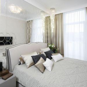 Aranżacja sypialni: ściana za łóżkiem. Projekt: Karolina Łuczyńska. Fot. Bartosz Jarosz