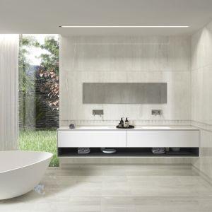 Nowoczesna łazienka: szare płytki ceramiczne. Fot. Azulejos