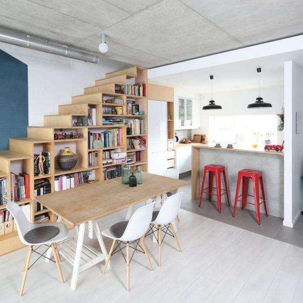 Półka na książki: 20 pomysłów na domową bibliotekę