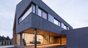 Choć w krajobrazie polskich miast i miasteczek wciąż króluje tradycyjna zabudowa, to z każdym rokiem przybywa nieruchomości zrealizowanych według indywidualnych projektów, pozytywnie wyróżniających się na tle monotonnej architektury katalogowe