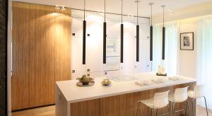 Wyspa w kuchni nadaje wnętrzu wyjątkowy charakter. Wyspa to także serce otwartej na salon kuchni, która skupia wokół siebie wszystkich domowników.