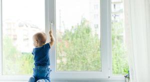 Jak zadbać o bezpieczeństwo dziecka w domu? Sprawdźcie, co radzą eksperci.<br /><br />
