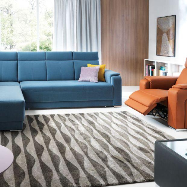 5 pomysłów na niebieską sofę