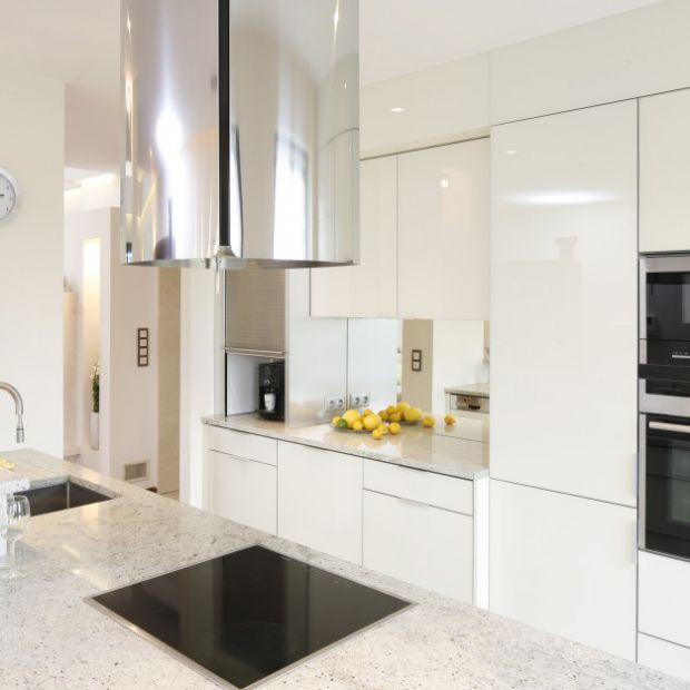 Wysoka zabudowa w kuchni: 10 pięknych zdjęć