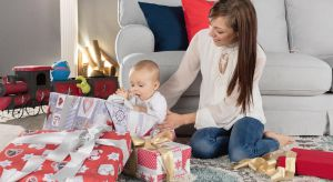 Jaki prezent przypadnie do gustu rodzinie? Co kupić dziecku pod choinkę? Na szczęście można łatwo poradzić sobie z tymi pytaniami. Wystarczy kierować się kilkoma wytycznymi, które pomogą Ci wybrać odpowiedni prezent.