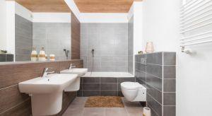 Łazienka to pomieszczenie szczególne. Dbamy w niej o higienę, pielęgnujemy ciało, ale także chcemy odprężyć się po dniu obfitującym w obowiązki. Ważne więc, aby była estetyczna i łatwa do utrzymania w czystości.
