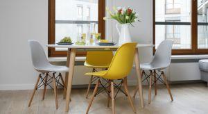Wybierając stół do jadalni powinniśmy się kierować przede wszystkim własnymi upodobaniami. Warto zadbać o to, aby stół pasował do pozostałych mebli i się z nimi dobrze komponował.