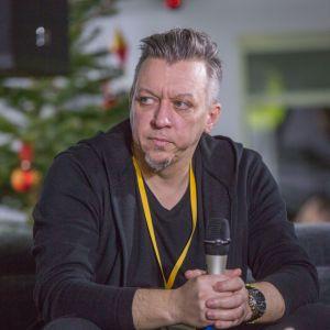 Robert Majkut. V Forum Dobrego Designu. Sesja: Pokolenie nomadów – jak projektować dla dzieci mobilnej kultury. Fot. Piotr Waniorek.