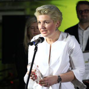 Nagrodę w kategorii Przestrzeń Pokoju Dziennego za Sofę Topaz firmy Olta odebrała Agata Piesowicz-Szymborska, brand manager firmy Olta.