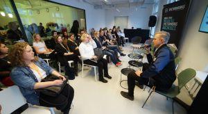 Zakończyło się V Forum Dobrego Designu w Warszawie. W V edycji wydarzenia, która odbyła się 6 grudnia br. w Domu Braci Jabłkowskich w Warszawie, wzięło udział ponad 800 osób, w tym światowej sławy designerzy i architekci oraz gwiazdy szklaneg