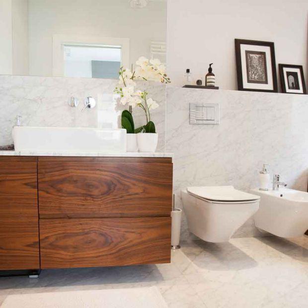 Drewno w łazience: zobacz ciekawy projekt!