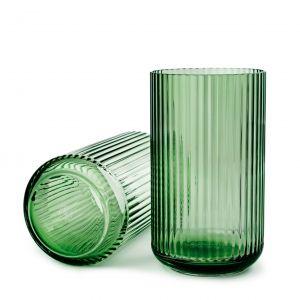 Wazony szklane COPENHAGEN GREEN przyciągają uwagę podłużnym kształtem i elegancką prostotą. Od 176 zł/szt., Lyngby,